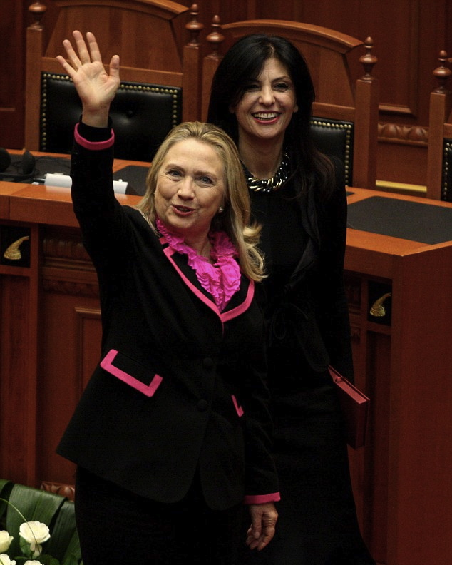 2fa60a9c00000578-3376503-dated_look_hillary_s_ruffled_shirt_and_suit_featuring_hot_pink_p-a-8_1451342398972