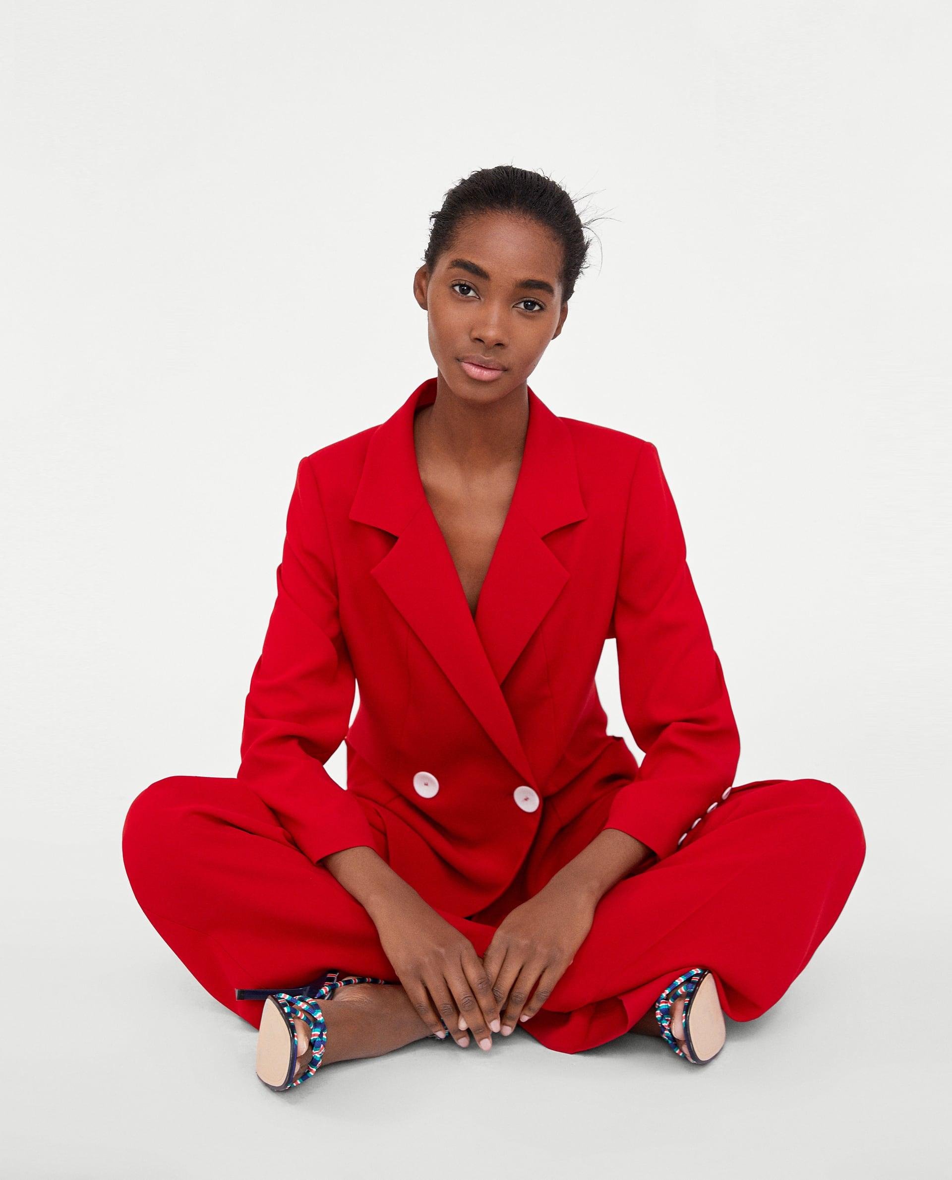 bde1a84813de 4. USCHÄKTA va mycket fint Zara har nu?! Perfekta kostymer i både rött och  senapsgult. Den här vill jag ha vita sneakers till och stort lockigt mörkt  hår ...