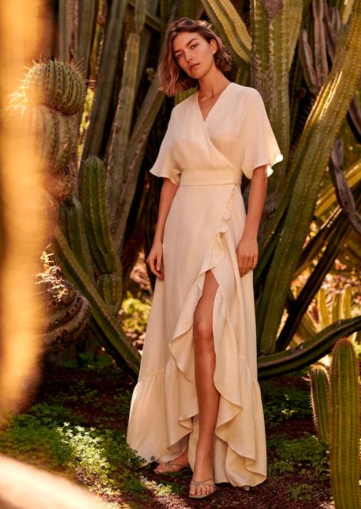 9f4a514fc197 2. Åh du ljuva kvinna bland kaktusar! Vad tänker du på tro? Att du bär en  av internets mest prisvärda (med tanke på hur dyr den ser ut) klänningar  kanske?