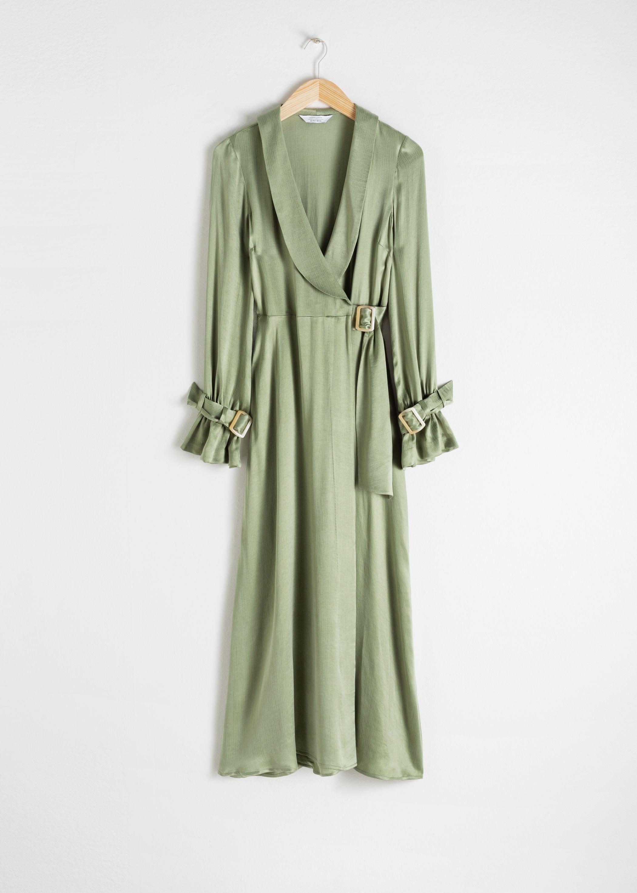 7f0ec18cdb52 21 grader varmt, lätt bris och stjärnorna står verkligen i linje när du gör  dig i ordning. Du matchar den här PERFEKT ljusgröna klänning från ...