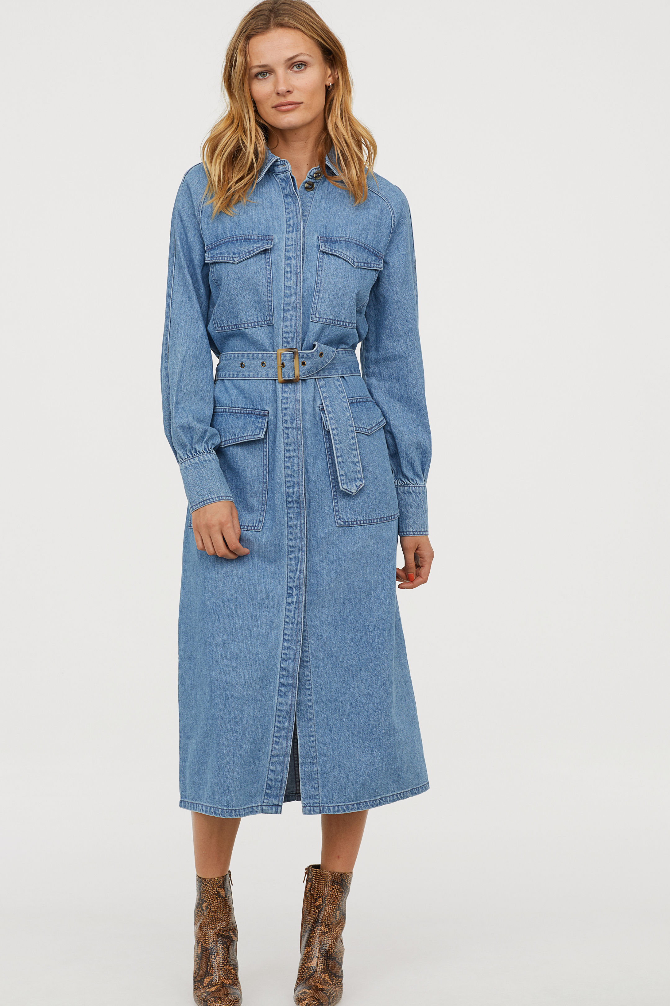 d10e5ab104f8 Jaja den här svincoola jeansklänningen från H&M kanske gränsar 80-tal men  samtidigt tycker jag den skriker småbarnsmamma handlar på Ellos 1991?
