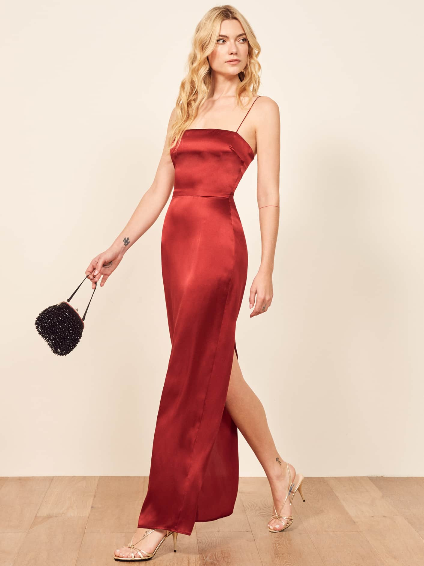 """b484b0900b65 Så som jag """"känner dig"""" är du ju snygg i allt. Men om du vill få alla att  tappa hakan av din skönhet är den här klänningen i glansigt material i äkta  ..."""