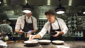 Paul Svensson i köket på Fotografiska, fotograferad av Oskar Kullander