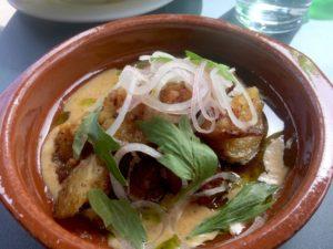 misobakad potatis med lök och bränd grädde