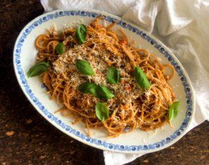 spaghetti med gräddig köttfärssås