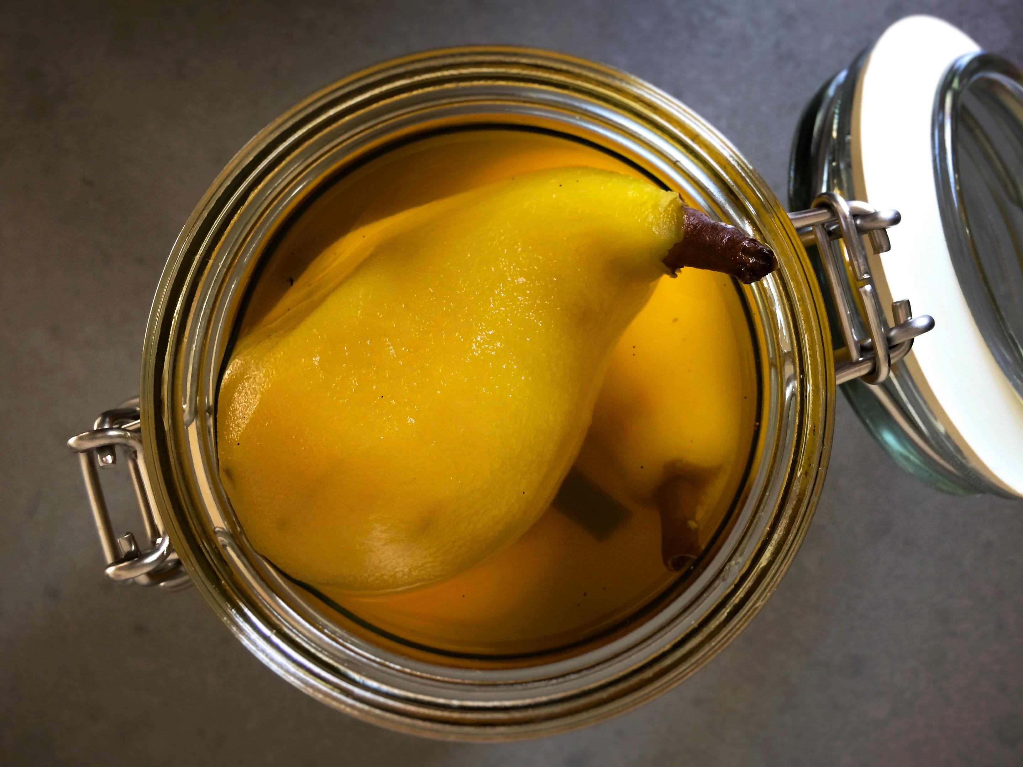 Inkokta päron med saffran