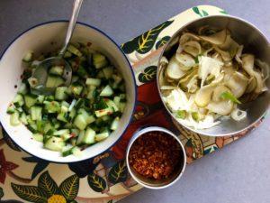 Chilipicklad gurka med lime och coleslaw på fänkål och päron