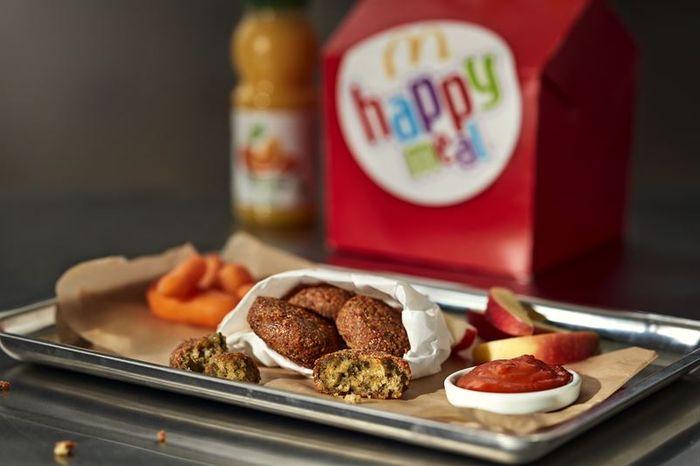 f8b2f7bb058a Glöm riksdagsdramatiken, dagens stora nyhet är att McDonald's i Sverige  följer upp succén McVegan som kom i slutet av 2017 med ett veganskt happy  meal.