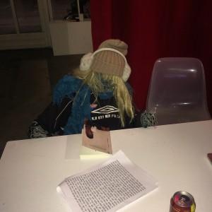"""Hannas konst. Kallar den här bilden """"after a long nights reading"""". Det gick hem hos lite danska unga poeter på Instagram."""
