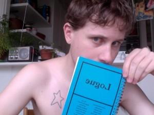 Rör inte min Logue (blue). Halvnaken bild eftersom inlägget berör poesi.