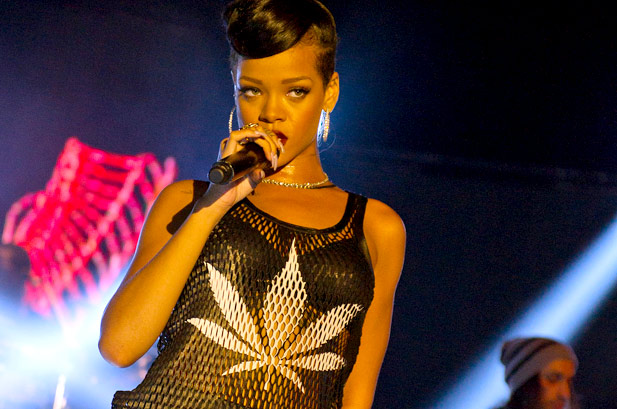 2636139-rihanna-777-tour-berlin-performance-617-409